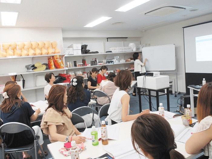 【ウーマンズお知らせ】女性の心を掴む人気店舗のつくりかたワークショップ開催in大阪
