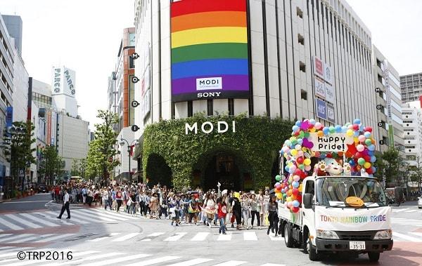 期待の新市場規模は5.9兆円 都内で過去最大のパレード開催される