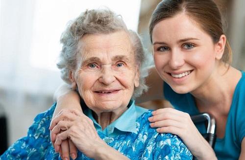 【2015年発表】介護施設数9.3%増。課題解決にはESとペッパー君