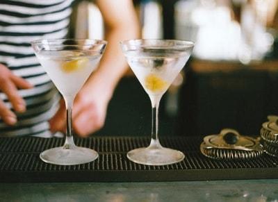 飲酒習慣の割合高い中高年は要注意  重度飲酒が認知症リスクに